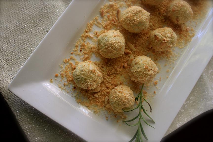 gorgonzola cheese balls with hazelnuts