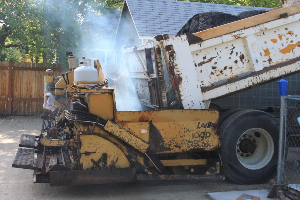 truck-dumping-aslphalt