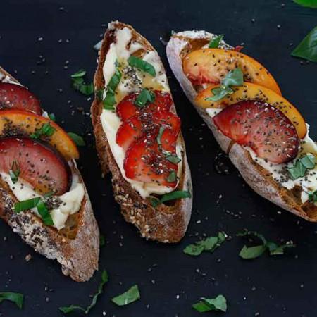 Toast-with-Lemon-Ricotta-and-Fruit-1